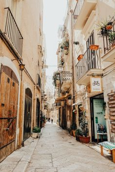 The old town streets of Bari, Italy are the sweetest I've seen! Get lost in this coastal Italian town! If you are planning a trip to Italy, be sure to check out my boutique travel guide below for all the best of Bari! City Aesthetic, Travel Aesthetic, Adventure Aesthetic, Beige Aesthetic, Italy Street, Europe Street, Streets Of Italy, Images Murales, Usa Tumblr