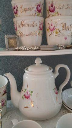 Theepotje Societe vervaagd maar zeldzaam bekers Espoir, Uit Liefde, Moeder en Bonte Sphinx, Antique Pottery, Romantic Cottage, Teapots, Sugar Bowl, Bowl Set, Antiques, Nice, Tableware