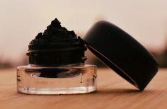 Fabriquer son eye liner : contient aloe vera, huile de coco, charbon actif !