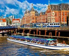Get ready to experience the best of Amsterdam with this epic Amsterdam bucket list! Here are 26 things you shouldn't miss when visiting the beautiful capital city of the Netherlands. Amsterdam Canals, Amsterdam City, Amsterdam Travel, Amsterdam Netherlands, World Top Universities, Places To Travel, Places To See, Places Around The World, Around The Worlds