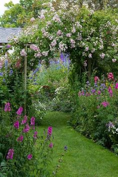 90 Stunning Small Cottage Garden Ideas for Backyard Landscaping- 90 Stunning Small Cottage Garden Ideas for Backyard Landscaping 25 Stunning Small Cottage Garden Ideas for Backyard… - Small Cottage Garden Ideas, Cottage Garden Plants, Backyard Cottage, Flower Garden Design, Small Garden Design, Flowers Garden, Small Flower Gardens, Exterior, The Secret Garden