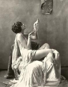 retrogasm:    Goddess of pearls…