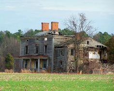 """""""Abandoned *Schwaniger Road House - Easton, Maryland*"""" -- [Photograph by (Christy Henderson) - January 13 Abandoned Buildings, Abandoned Property, Old Abandoned Houses, Abandoned Castles, Abandoned Mansions, Old Buildings, Abandoned Places, Spooky Places, Haunted Places"""