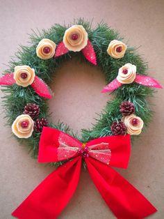 Manualidades Caseras Faciles Corona de Navidad Low Cost con flores de fieltro