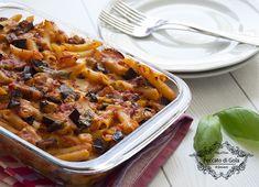 La pasta alla siciliana al forno è un primo piatto della tradizione campana che si ispira alla ricetta della pasta alla Norma siciliana: una vera delizia!
