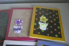 caderno com vasinho de flores