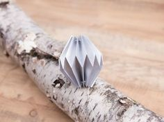 Tutoriel DIY: Faire une boule de Noël en origami via DaWanda.com