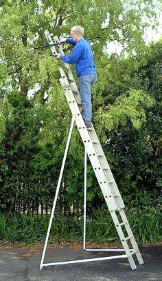 Good Ideas Ladder Stabiliser Ladderbrace turn any ladder into a free-standing safe Ladder platform. Cool Tools, Diy Tools, Ladder Stabilizer, Platform Ladder, Ladder Accessories, Garden Gadgets, Construction Tools, Garage Tools, Tips & Tricks