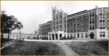 Sanatorium de Waverly Hills au Kentucky (USA) Construit en 1910 dans le but de trouver un remède contre la tuberculose. Durant des décennies, médecins et chirurgiens ressemblant plus à des apprentis sorciers qu'à de vrais professionnels du corps médical, expérimentaient des « traitements » sur des patients de tout âge. Un tunnel fût construit pour y déposer les 63.000 personnes qui trouvèrent la mort dans cet établissement.