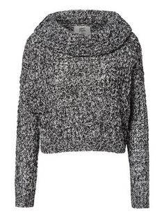 Cropped knit from VERO MODA. We love knits! #veromoda #knit #fashion