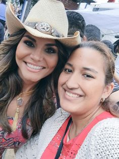 With @NataliaCruzNews at Discovery Green @PrimerImpacto