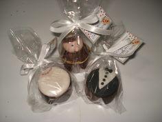 #bride = lembrança comestível, trufa de Santo Antonio, mini pão de mel decorado noivinhos