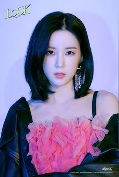 Chorong and Bomi are the first Apink members to have their teaser photos for Look revealed. Check the group teaser photos here, and the group (in couples of teaser photos here. Kpop Girl Groups, Korean Girl Groups, Kpop Girls, Eunji Apink, Pink Panda, Brown Eyed Girls, Looking Gorgeous, Beautiful, Block B