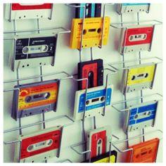 Weer eens iets anders dan kaarten in mijn kaartenrek!! :) www.juffrouwgans.nl.  #casettebandje#jaren70#retro#DIY