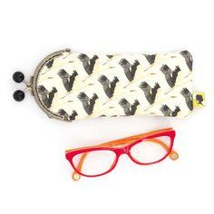 Etui lunette original, illustré de cigognes, fait-main avec fermoir clip en métal, cadeau pour femme, pour la fete des meres, 8x19 cm Clip, Eyewear, Sunglasses Case, Etsy, Kids, Stork, Lobster Clasp, Unique Jewelry, Handmade
