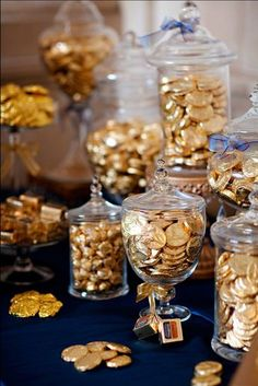 Go gold with a chocolate coin bar sure to satisfy all! Photo by Leslie Gilbert Photography Pin from DreamWeddingsPA.com
