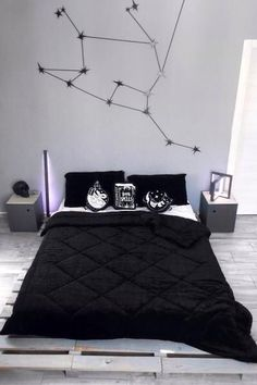 Grey Bedding With Color - Bedding Night Robe - King Size Bedding Comforters - Grey Bedding Urban Outfitters - Black Bedroom Decor, Room Ideas Bedroom, Bedroom Comforter Sets, Black Comforter, Dark Bedding, Aesthetic Room Decor, Dream Rooms, New Room, Decoration