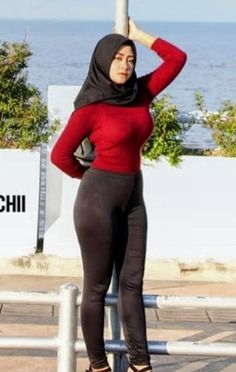 Arab Girls Hijab, Girl Hijab, Muslim Girls, Casual Hijab Outfit, Hijab Chic, Beautiful Muslim Women, Beautiful Hijab, Arabian Beauty Women, Bali Girls