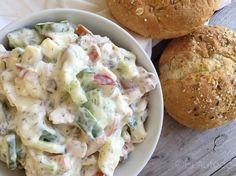 Kipsalade met dille en komkommer, een van mijn favoriete smeersels voor op brood of crackers. Lekker, gezond en snel klaar!