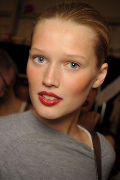 No mascara, no eyebrow makeup. Toni Garrn
