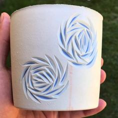 No hay descripción de la foto disponible. Sgraffito, Pottery Ideas, Ceramic Pottery, Surface Design, Cuff Bracelets, Projects To Try, Porcelain, Crafting, Candles