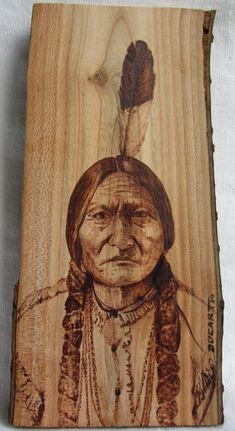 Pirograbado indio Toro Sentado (Sitting Bull) by Ducart. Madera de cerezo 20 x 9 cm.