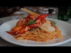 Gordon Ramsay's Grilled Lobster With Bloody Mary Linguine . Spaghetti With Seafood Velout Gordon Ramsay . Pasta Recipes Easy To Make, How To Cook Pasta, Lobster Pasta, Jamie Oliver 15 Minute Meals, Masterchef Recipes, Dude Food, Chef Gordon Ramsay, Bolognese Recipe