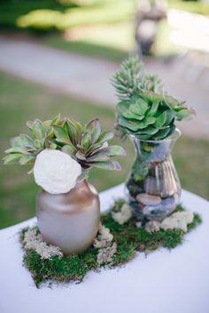 Elegant and rustic table setting  Green grape and white flowers   Mise en place elegante   Uva verde e fiori bianchi   http://theproposalwedding.blogspot.it/