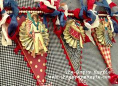 The Gypsy Magpie: patriotic banner class. (no instructions; just a picture) Patriotic Images, Patriotic Crafts, Patriotic Party, July Crafts, Holiday Crafts, Americana Crafts, Card Crafts, Fourth Of July Decor, 4th Of July Decorations