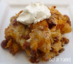 Frito chili cheese Pie: Fritos on the bottom, a layer of chili, canned or home made, sprinkle cheese on top, bake at until the cheese melts. Meat Recipes, Mexican Food Recipes, Cooking Recipes, Yummy Recipes, Frito Pie, Frito Chili, Scones, Dump Meals, Good Food