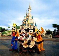 Dreaming in some beautiful vacation Disneyland Paris - 9999 Tourist Destinations Disney Characters Costumes, Disney World Characters, Disney Parks, Walt Disney World, Disney Land, Disney Mickey, Disneyland Paris France, Paris 3, Disney Scrapbook Pages