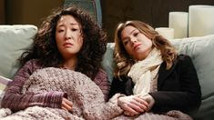 Cristina Yang and Meredith Grey from Grey's Anatomy Cristina Yang, Meredith E Cristina, Meredith And Christina, Meredith Grey, Series Juveniles, Greys Anatomy Funny, Grays Anatomy, You Are My Person, Grey Quotes