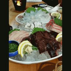 下関で地元の人達からも人気の居酒屋魚正本陣で新鮮なイカの活き造りやクジラ刺しの盛り合わせ旬の松茸土瓶蒸し和牛ステーキなどなど美味しい料理をご馳走していただきました(_)  ここのお店に来たのは約20年振りでしたが変わらぬ美味しさで大満足下関に来る機会があれば是非寄られてみてください(_)  #活魚 #魚介 #鮮魚 #刺身 #居酒屋 #宴会  魚正本陣 うおまさほんじん 下関市赤間町 tags[福岡県]