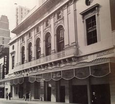 THE #LUNT-FONTANNE THEATRE in #NYC originally opened in #1910 as The Globe #Broadway #theatre. It became a movie house in #1931 then fully renovated in #1957 [current name At This Theatre - same since #1958 re-opening] (www.JaysBroadway.com) #followme