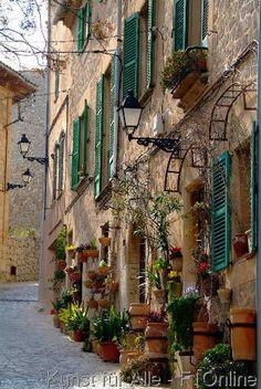 Gasse und Hausfassade, Valldemossa, Mallorca, Spanien, Europa