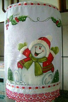 Pintura en tela                                                                                                                                                                                 Más Christmas Fabric, Christmas Wood, Christmas Snowman, Christmas Crafts, Christmas Decorations, Christmas Ornaments, Xmas Drawing, Painted Rocks, Hand Painted