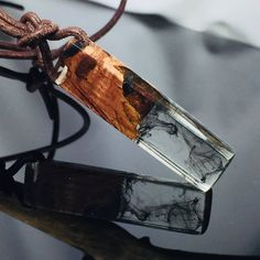 Ein persönlicher Favorit aus meinem Etsy-Shop https://www.etsy.com/de/listing/570874012/wood-resin-necklaceholz-harz