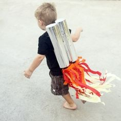 Cool crafts that boys will dig, like this awesome jet pack for an awesome Astronaut themed party!