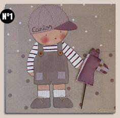 Cuadro infantil personalizado: Niño con caballito - Cuadro pintado a mano sobre bastidor de madera de 40 x40 cm, entelado con lino color piedra. Aplicaciones: gorra, bolsillos y caballito de tela, cordones en los zapatos, botón en gorra y tirantes.