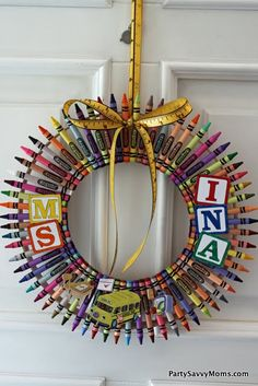 Crayon Wreath: Adorable! Can't find original post, but think it's 2 sizes of embroidery hoops with crayons glued on, holding it together.