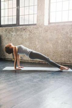 Yoga ventre plat : posture de yoga pour tonifier ventre : Album photo - aufeminin Yoga Flow, Yoga Meditation, Yoga Photos, Yoga Pictures, Photo Yoga, Citations Yoga, Bikram Yoga, Pilates Yoga, Iyengar Yoga