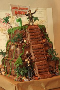 Indiana Jones cake! Omgosh, I want this for my birthday! I'm gonna be hockin' 30; I deserve it!!!! @Tanise Pritchett