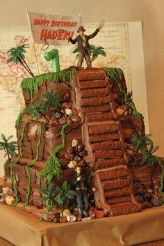 Indiana Jones cake! Omgosh, I want this for my birthday! I'm gonna be hockin' 30; I deserve it!!!! @Tanise Pritchett