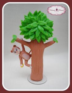 Árvore em biscuit com macaco.