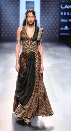 Tired of wearing the lehenga in the same old-fashioned way? SVA by Sonam & Paras Modi show us 7 brand new Wedding Outfit Style that are truly amazing ! India Fashion Week, Lakme Fashion Week, Asian Fashion, Tokyo Fashion, Street Fashion, Western Dresses, Indian Dresses, Indian Outfits, Indian Clothes