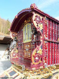 Caravan, Gypsy caravans, Gypsy Waggons and Vardos: Features and Articles Michael Lee Gypsy Home, Bohemian Gypsy, Gypsy Style, Hippie Style, Boho Style, Gypsy Caravan, Gypsy Wagon, Trailer Park, Gypsy Living