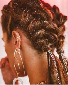 Coachella Hair Braided jewels – Fitness GYM You are in the right place about Coachella photoshoot Here we offer you the most beautiful pictures about the Coachella roupas you are looking for. When you examine the Coachella Hair Braided jewels –[. Coachella Makeup, Coachella Hair, Coachella Style, Cool Braid Hairstyles, Pretty Hairstyles, Festival Hairstyles, Beauty Society, Hair Day, Hair Inspiration