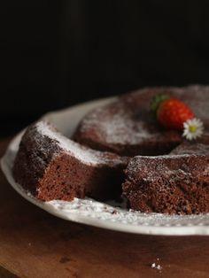 Bolo de chocolate 2 ingredientes: ovo e chocolate