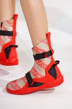 promo code bca47 b8bf8 Maison Margiela Shoes Spring 2017 Paris 20 Zapatos Feos, Bromas, Pasarela,  Planetas,