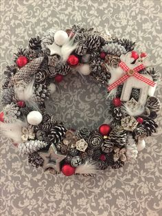 Easy Christmas Decorations, Pine Cone Decorations, Christmas Wreaths, Holiday Decor, Christmas Mood, Simple Christmas, All Things Christmas, Diy And Crafts, Christmas Crafts